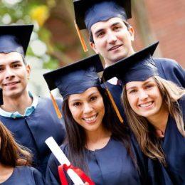 Un proaspăt absolvent de facultate poate avea salariul net peste 2000 de lei, la primul job