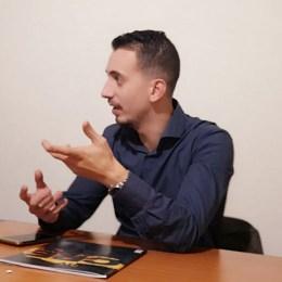 Vocea din spatele mulţimii. Radu Hossu vrea ca democraţia să nu mai fie călăreţul pe un cal alb mitic, ci un adevărat câine de pază