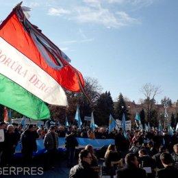 Miting pentru autonomia Ținutului Secuiesc la Sfântu Gheorghe. S-au fluturat steagurile Ținutului Secuiesc și Ungariei
