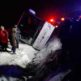Un autocar cu 25 de pasageri s-a răsturnat pe DN1, la ieșirea din Codlea spre Făgăraș