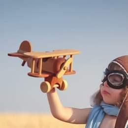 Expoziție pentru copii dedicată zborului, la Muzeul Pedagogic din Brașov