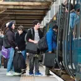 Grevă spontană la CFR la Brașov. În toată țara, 19 trenuri au fost anulate