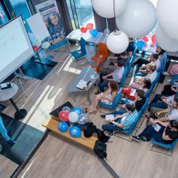 PentaBAR, evenimentul de tip meetup pentru programatori organizat de Pentalog, a ajuns la a 50-a ediție. Peste 1.250 de IT-iști au participat la edițiile anterioare