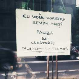 """O cafenea din Brașov a fost închisă pentru câteva zile. Proprietarul a luat o """"pauză de căsătorie"""""""
