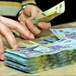 O țară de bugetari: În timp ce sectorul privat abia și-a permis majorări salariale de 700 de lei în ultimii patru ani, în sectorul bugetar salariile au urcat cu peste 1.500 de lei