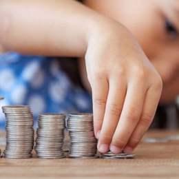 Ordonanță de urgență: Plata alocațiilor dublate pentru copii va fi amânată cu cel puțin jumătate de an