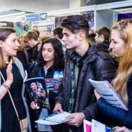 Peste 100 de universități din SUA, Marea Britanie, Olanda sau Elveția caută studenți la Brașov pe 21 martie