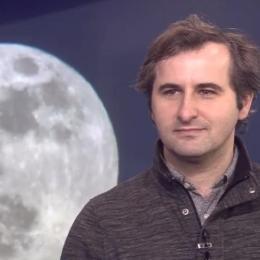 Astronomul Adrian Șonka vine la Brașov pentru a le povesti copiilor despre planete, cratere și stele