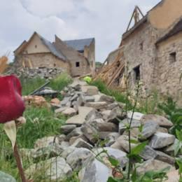 FOTO Cum arată Cetatea Râșnov după demolări. O parte din turnuri au început să fie renovate
