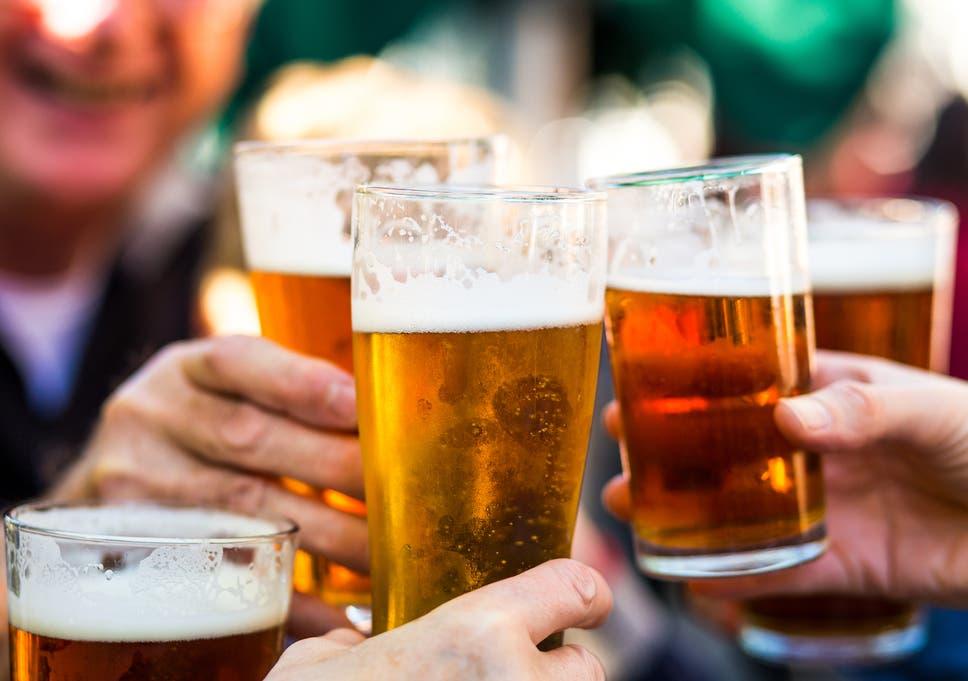 Românii consumă cu 10% mai puțină bere. Preferința pentru ambalajele de unică folosință a crescut cu 30% odată cu declanșarea pandemiei