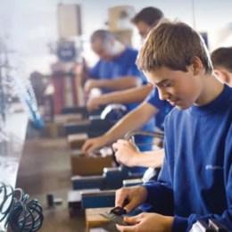 """Învățământul profesional și tehnic din România este sub 10%. Școala le """"atrofiază"""" elevilor instinctul autentic al muncii"""