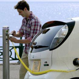 Hotelurile vor putea accesa granturi de câte 30.000 de euro pentru a-și monsta stații de încărcare a mașinilor electrice