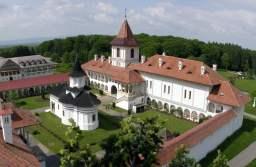 În Mănăstirea Brâncoveanu se va intra doar cu mască în acest weekend. Autoritățile au interzis tarabele și comercianții ambulanți, dar și accesul mașinilor