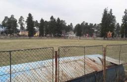 """""""Demolatorii"""" brașoveni de la Atlant Building vor dărâma și vechea bază sportivă din Zărnești, după ce au """"eliberat"""" Stadionul Carpați din Brașov"""