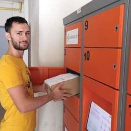 Cărți la împrumut de la Bibliotecă, printr-un pachetomat asemănător easy-boxurilor. Le aduceți înapoi când se redeschide instituția pentru public