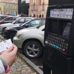 Propunerea de reducere a tarifelor la parcare în zona centrală nu a fost aprobată în Consiliul Local. Totuși, nu se va mai taxa non-stop