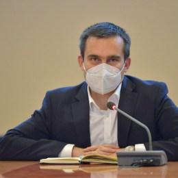 """Noi măsuri de sprijin al mediului economic brașovean: 25% reducerea impozitului pe clădiri și 50% reducerea taxelor destinate HoReCa. Coliban: """"Am fost mai generoși decât Sibiul sau Clujul"""""""