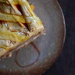 備前五寸皿 ー洋梨とキャラメルムースのケーキー