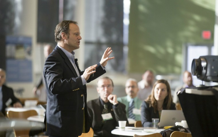 """4 Tips for Better """"Town Hall Style"""" Meetings in the Workplace"""
