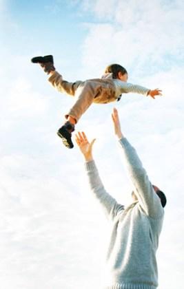 Sünnet-i seniyyeye uygun bir çocuk terbiyesi diye bahsettiğimiz şeyin belki de en temel kriterlerinden bir tanesi tebessüm üzerine var olan bir eğitim felsefesinden başka bir şey değil.