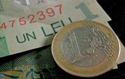 Euro scade spre nivelul de 4,65 lei