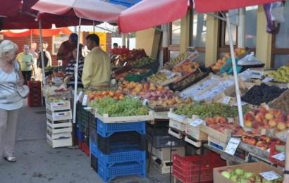 Produsele vândute la piață ar putea fi etichetate ca în supermarket