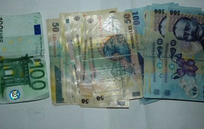 Percheziții în Gorj! Mascații au confiscat bani și bijuterii