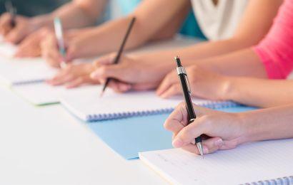 Elevii clasei a XII-a susțin ultima probă scrisă