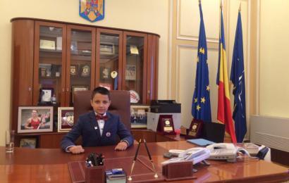 """Un elev din Târgu Jiu, """"ministru"""" pentru o zi la MAI"""