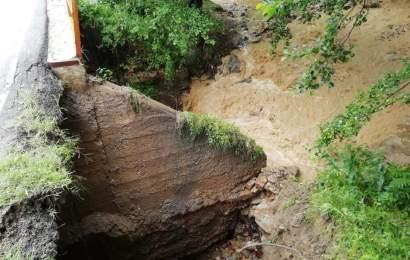 Inundatii in Gorj! Drum judetean inchis circulatiei