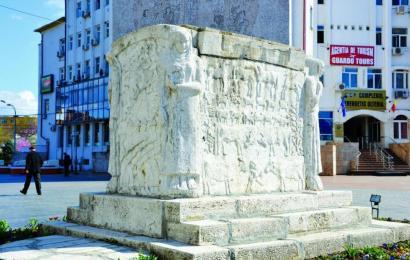 Reabilitarea Mausoleului Ecaterinei Teodoroiu intarzie din lipsa de specialisti