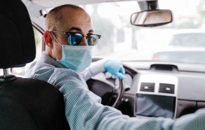 Masca de protecție trebuie purtată și în mașina personală!