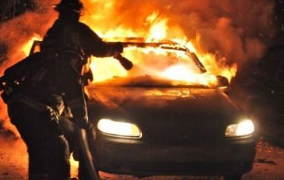 S-a îmbătat și a dat foc mașinii soției sale
