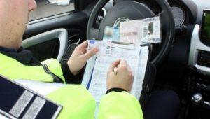 Șoferiță fără permis prinsă de polițiști