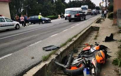 Șoferiță de 19 ani a băgat un motociclist în spital