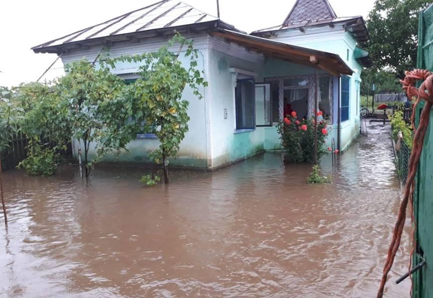 Gorj: Sute de gospodării, afectate de inundații