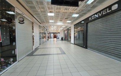 Vor să închidă în weekend magazinele de la 16:00?!