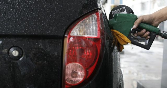 Valor médio da gasolina nos postos caiu 2,3% - BizNews Brasil :: Notícias de Fusões e Aquisições de empresas
