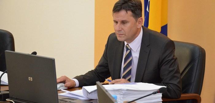 Federacija traži još 60 miliona KM od komercijalnih banaka da isplati plate