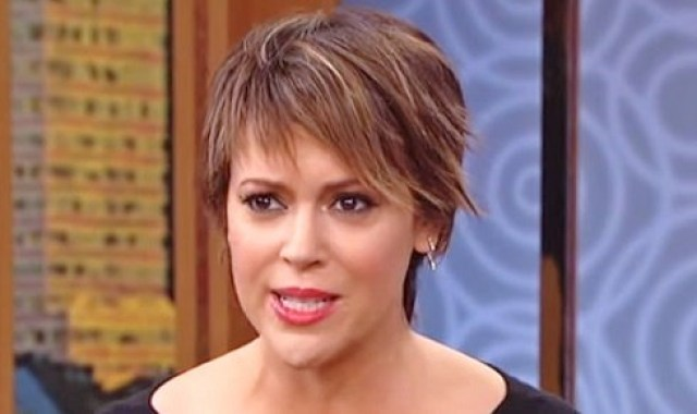 sg alyssa milano broke bankrupt sues business manager foreclose didnt pay taxes