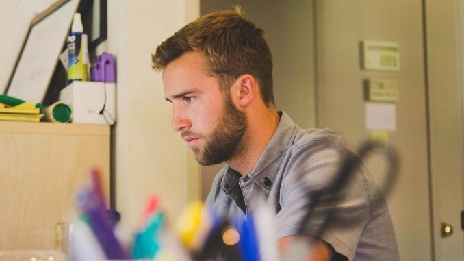 Angajat la birou. FOTO SnapwireSnaps
