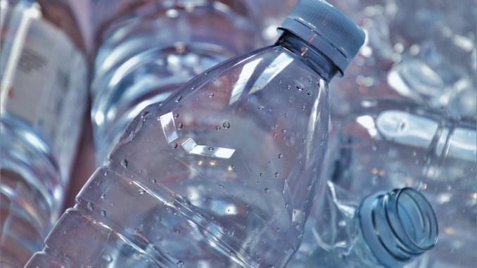 Sticle de plastic. FOTO pasja1000