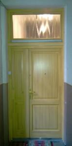 Csincsilla üveges lépcsőházi ajtó
