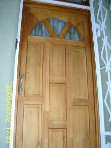 íves üveges bejárati ajtó