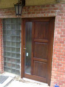 családi ház ajtó csere