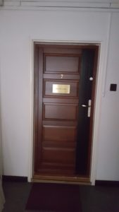 Albertfalva fa bejárati ajtócsere