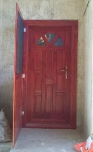 Csarnok negyed fa bejárati ajtócsere