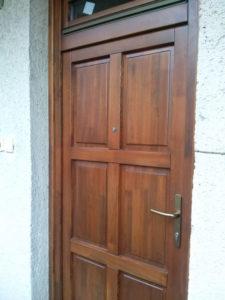 Pesthidegkút-Ófalu fa bejárati ajtócsere