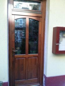 Gercse fa bejárati ajtócsere