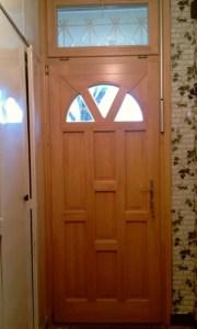 Gloriett telep fa bejárati ajtócsere